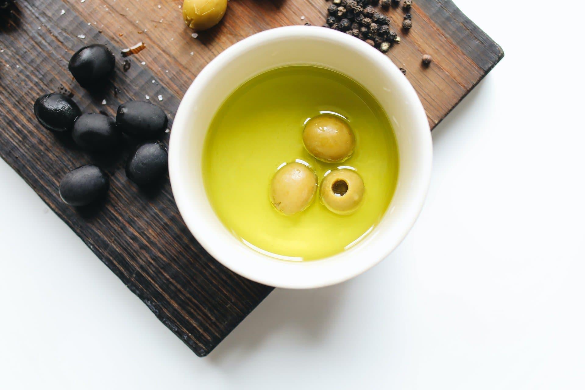 Diferencias entre el orujo de oliva y aceite de oliva virgen extra