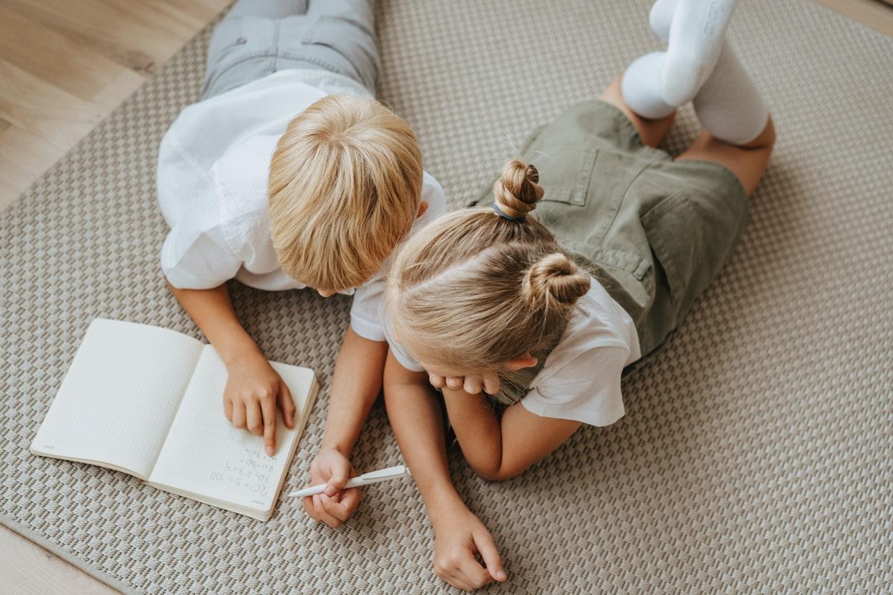 Los niños en etapa de crecimiento necesitan fuentes de grasa saludable como el aceite de oliva.
