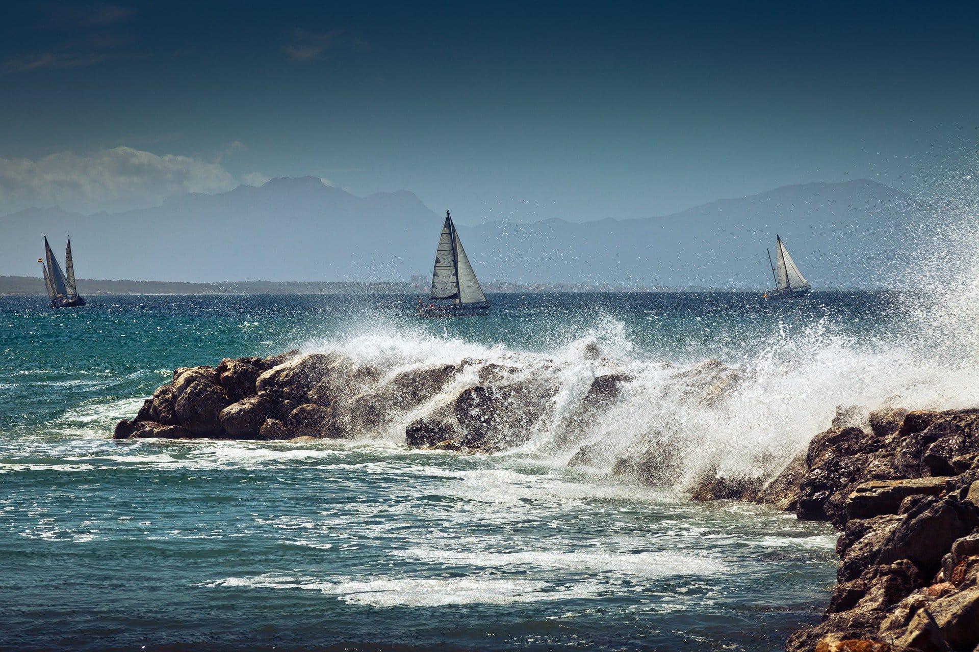 Die Küste Mallorcas bietet eine Vielzahl an Wassersportmöglichkeiten für Liebhaber des Meeres.